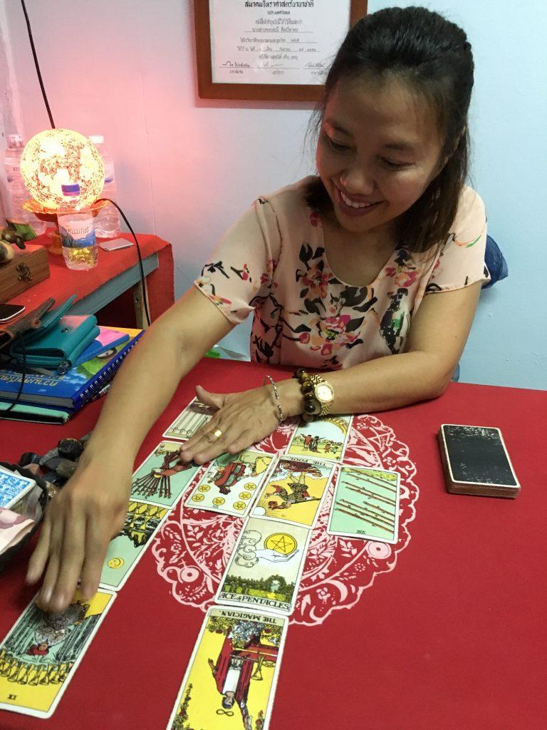 tarot-thailand-dealing
